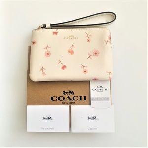 ✨NWT Coach Corner Zip Wristlet Vintage  F67550